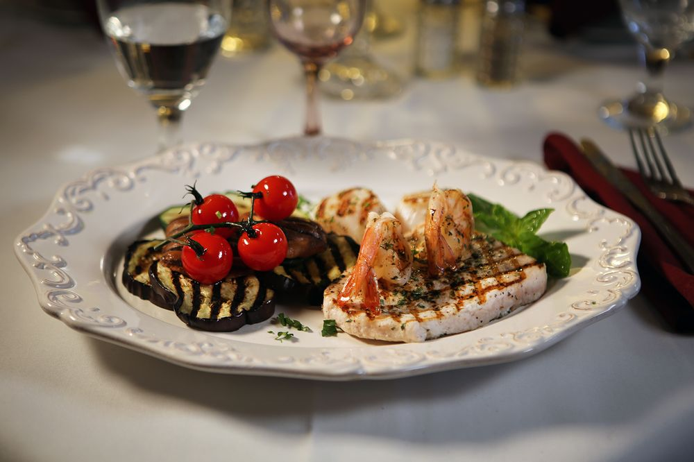 Amore Fine Dining & Spirits: 14860 Hwy 105 W, Montgomery, TX