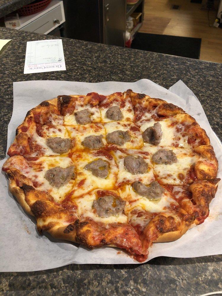 GeoJohnz Pizza: 203 E 2nd St, Muscatine, IA