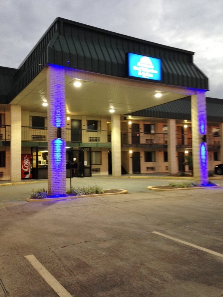 Americas Best Value Inn & Suites Winona: 301 SE Frontage Road, Winona, MS