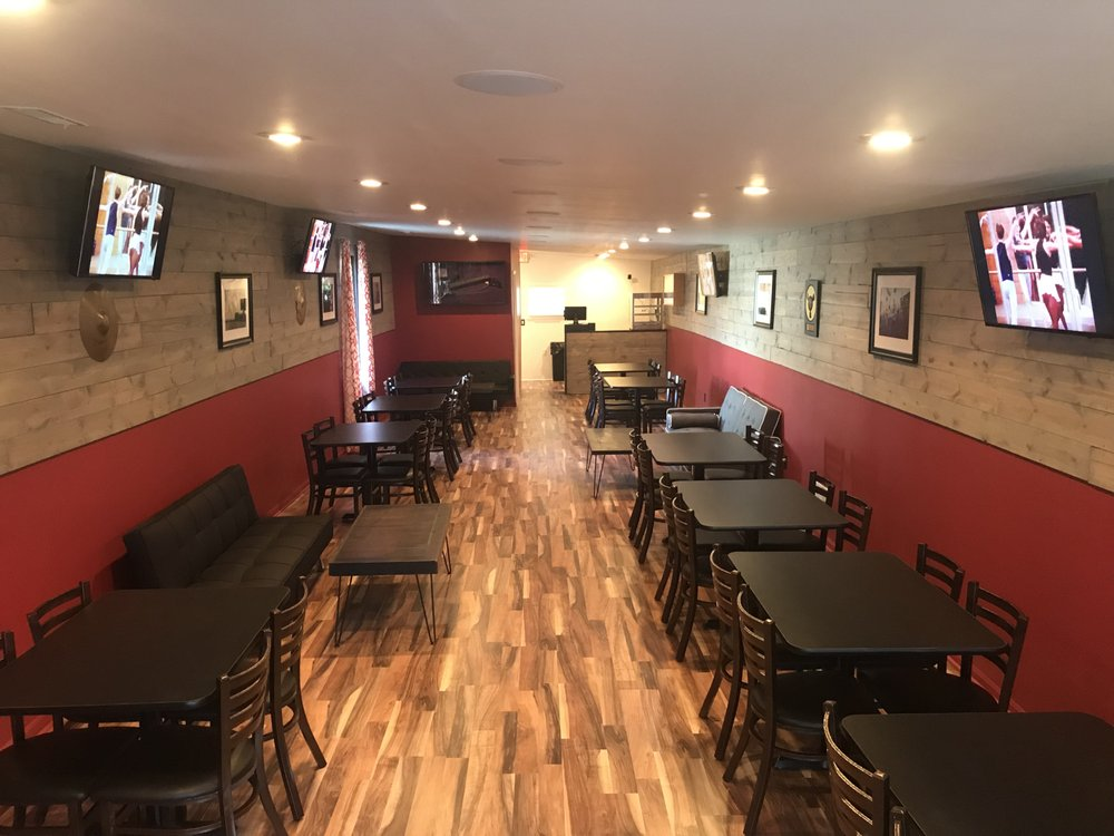 Center Stage Pizza: 428 Lincoln Way W, South Bend, IN