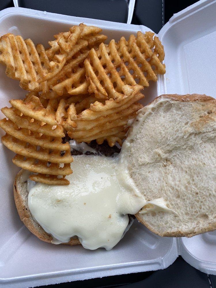 Beau's Burger Shack: 228 Albany Turnpike, Canton, CT