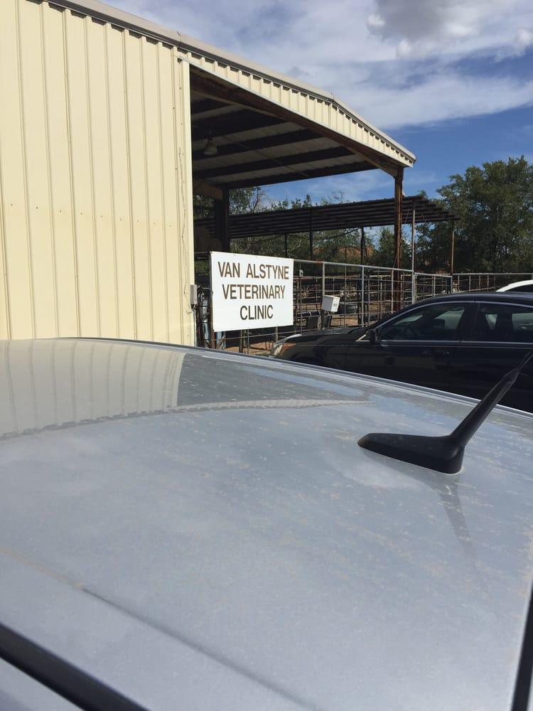 Van Alstyne Veterinary Clinic: Van Alstyne, TX