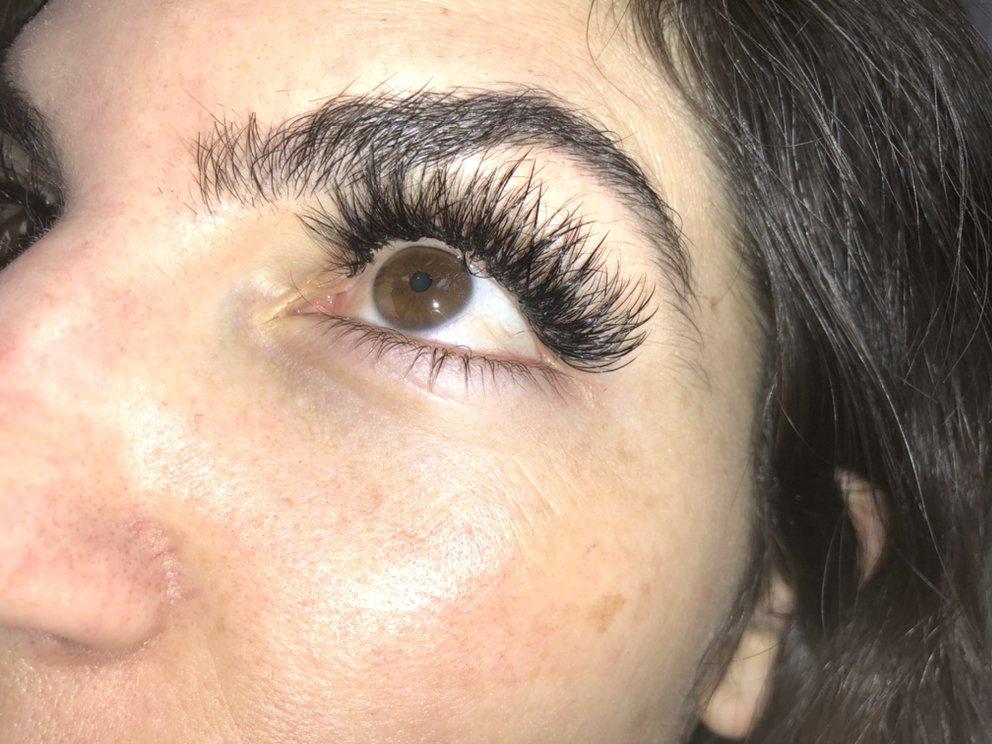 Gina's Eyelashes and Skincare