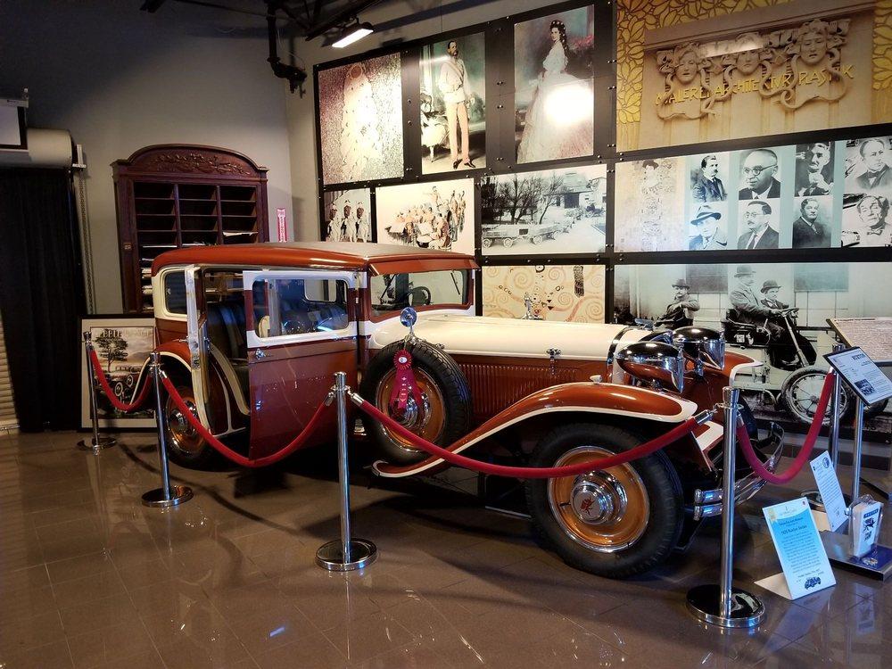 Tampa Bay Automobile Museum: 3301 Gateway Centre Blvd, Pinellas Park, FL