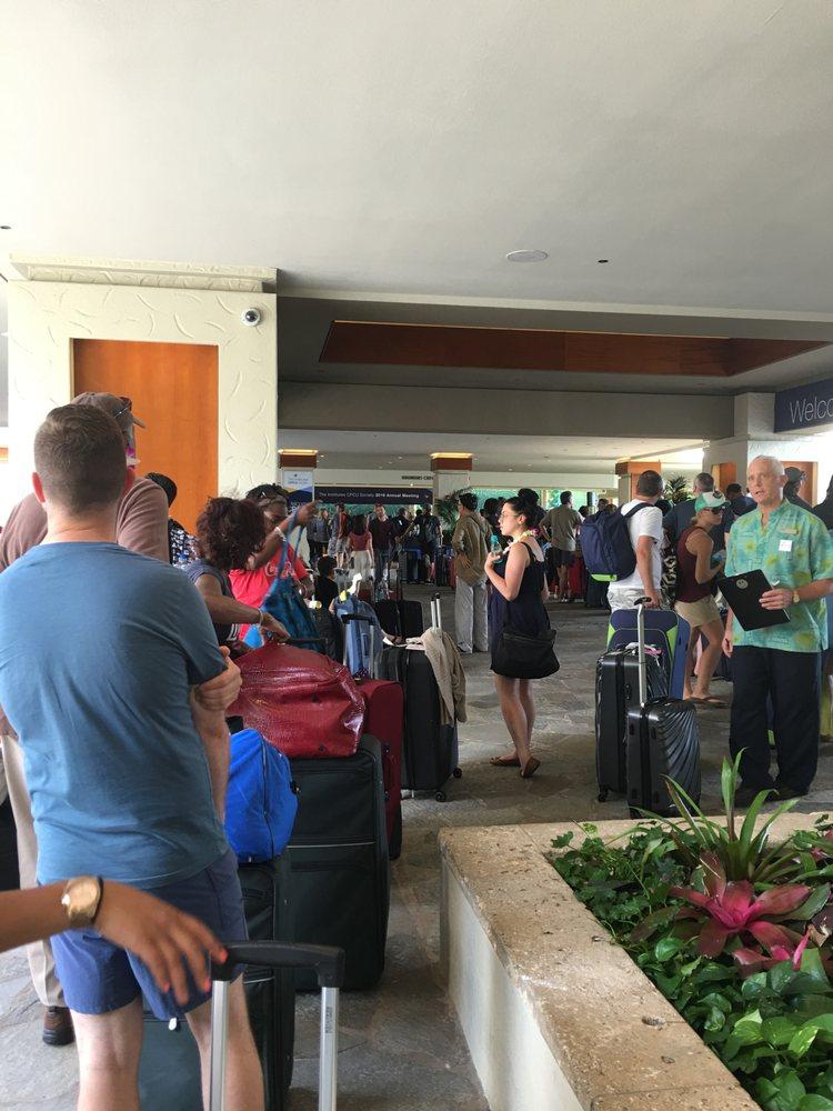 Hilton Hawaiian Village Waikiki Beach Photo Gallery: Longest Check-in Line I've Ever Been In