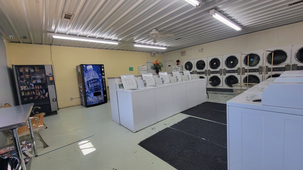 Checotah Super Clean: 601 W Gentry Ave, Checotah, OK