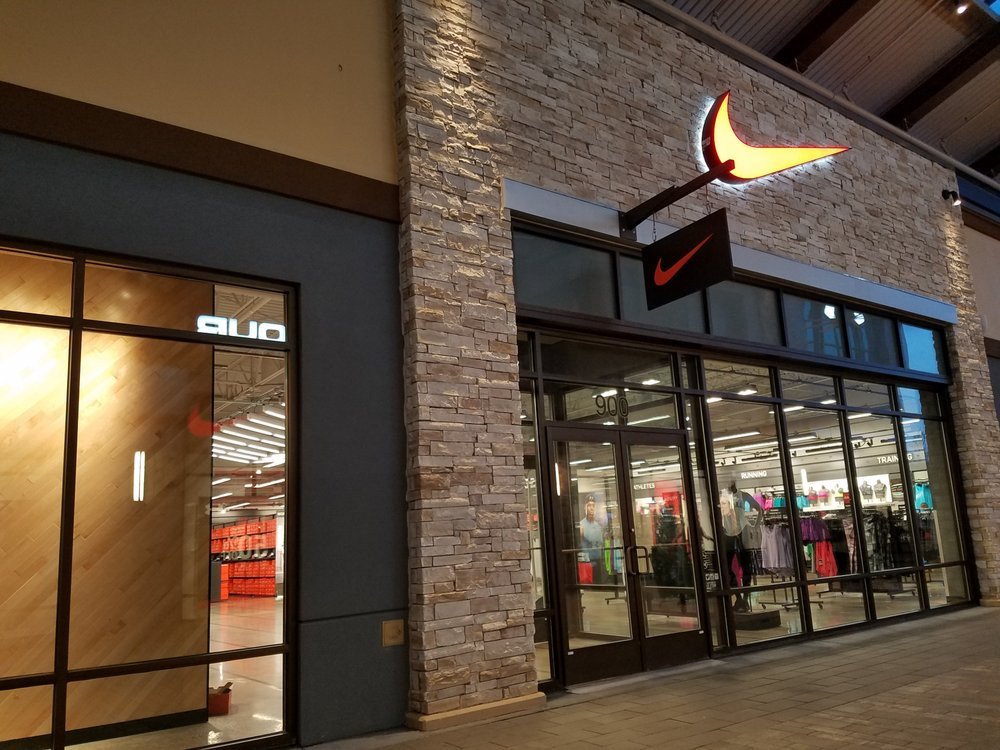Nike Factory Store: 22705 Clarksburg Rd, Boyds, MD