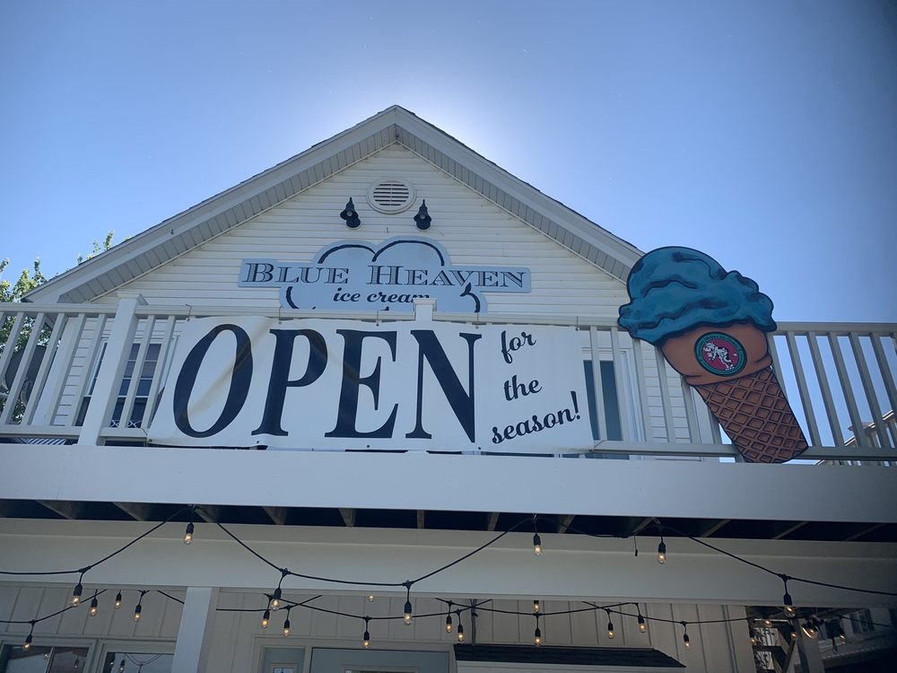 Blue Heaven Ice Cream: 105 W Main St, Fontana, WI