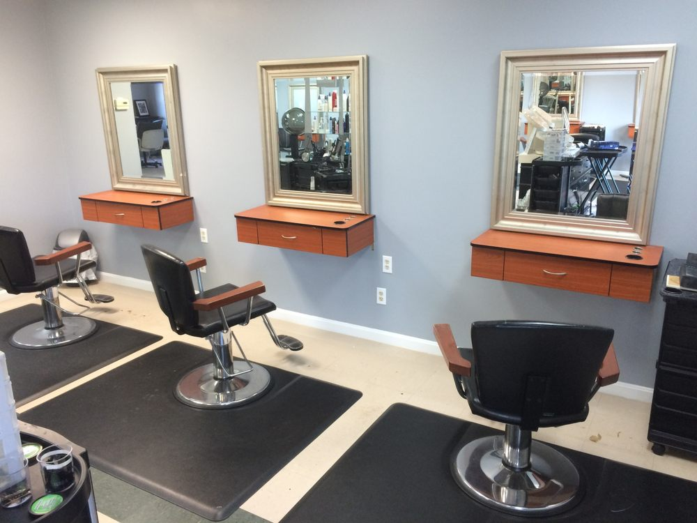 Susan's Salon & Spa: 200 Commercial Dr, Alexandria, KY