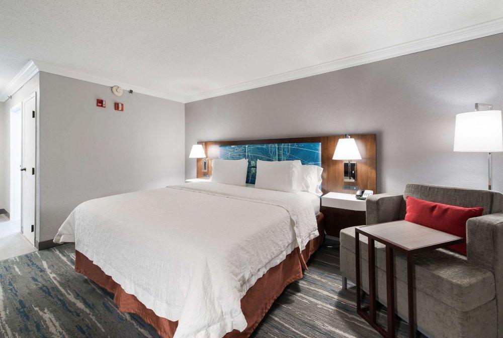 Hampton Inn & Suites Chicago/Hoffman Estates: 2825 Greenspoint Pkwy, Hoffman Estates, IL