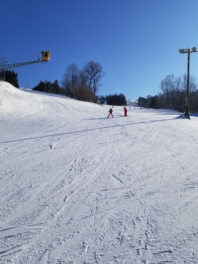 Sundown Mountain: 16991 Asbury Rd, Dubuque, IA
