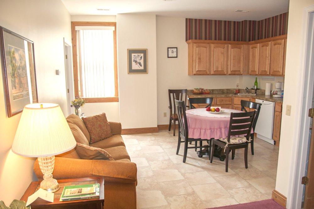 Hermann House Inn: 207 Schiller St, Hermann, MO