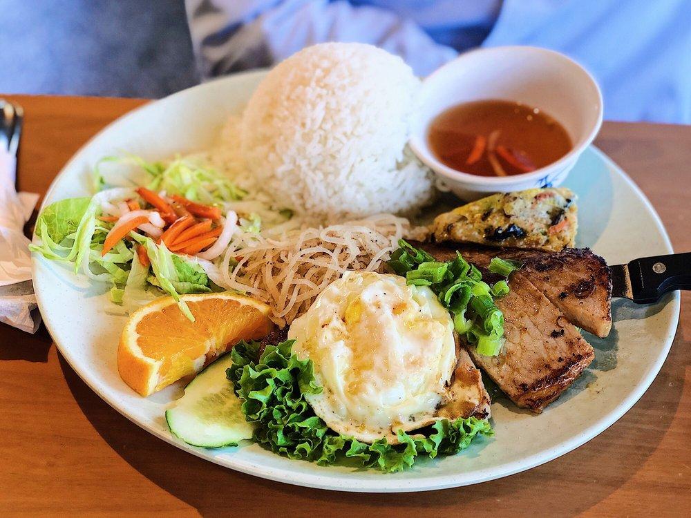 Saigon Noodle House: 1136 S Diamond Bar Blvd, Diamond Bar, CA