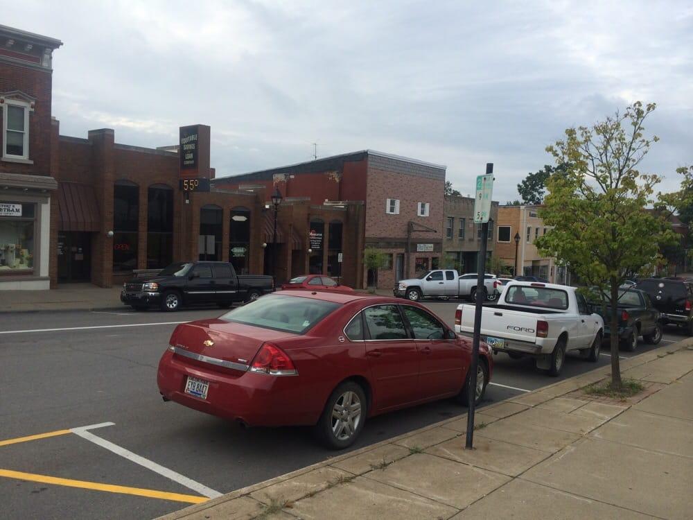 Vickie's Place: 124 S Main St, Cadiz, OH