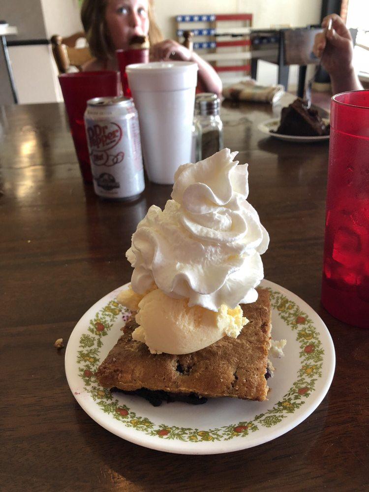 Main Street Bakery & Cafe: 112 S Sheb Wooley, Erick, OK