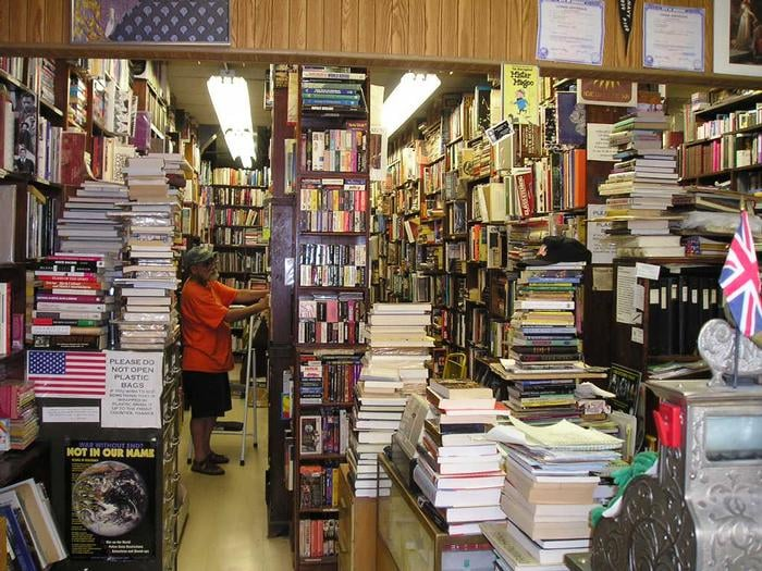The Gallery Bookstore: 923 W Belmont Ave, Chicago, IL