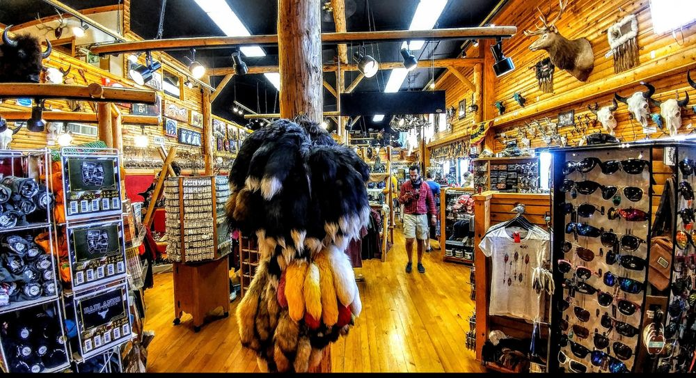 Badlands Trading Post: 21290 Sd Hwy 240, Philip, SD