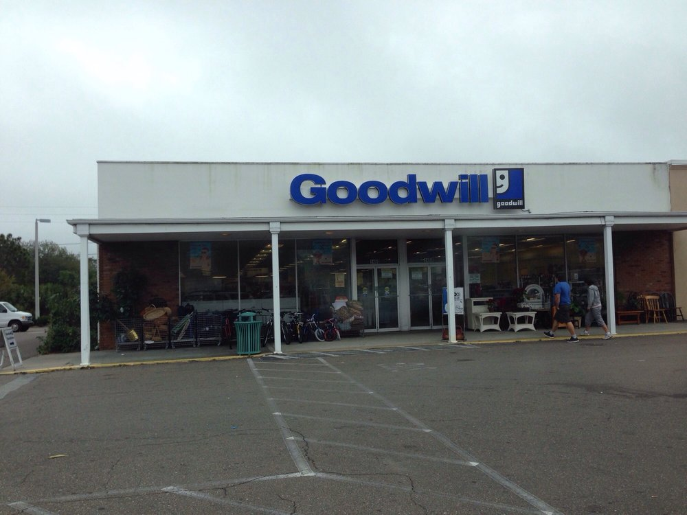 Goodwill Store: 1460 Missouri Ave N, Largo, FL