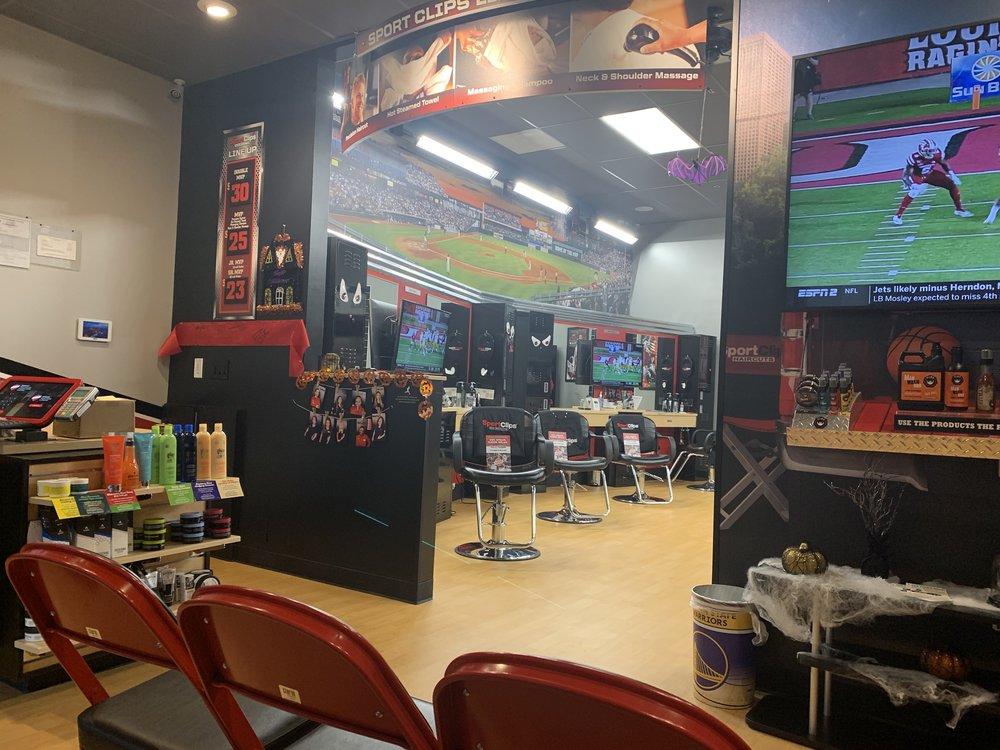 Sport Clips Haircuts of American Canyon: 410 Napa Junction Rd, American Canyon, CA