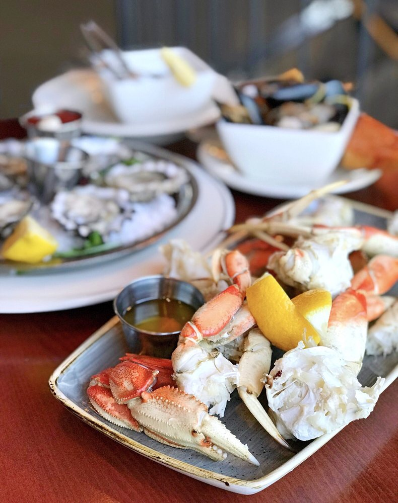 Salty's on the Columbia River: 3839 NE Marine Dr, Portland, OR