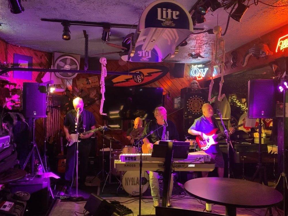 Turtle Joes Sand Bar: 8966 Lake Shore Rd, Angola, NY
