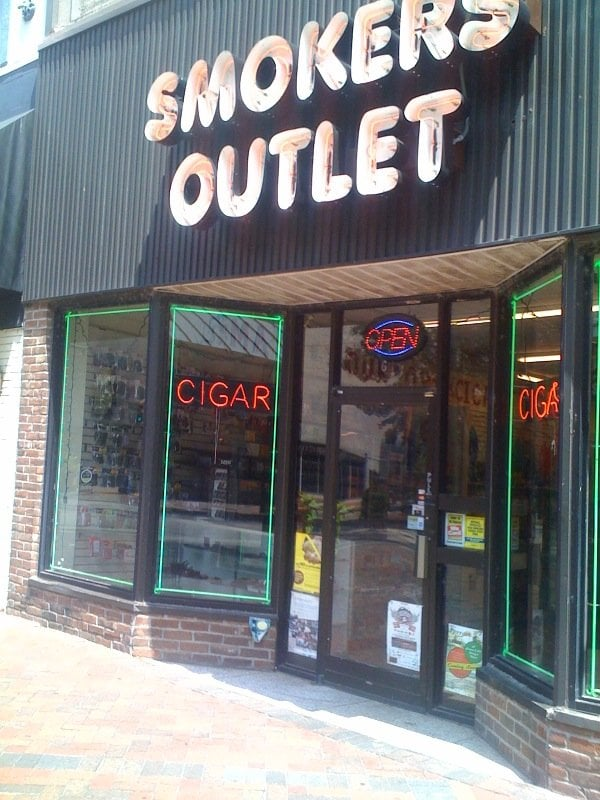smoker s outlet tobacco shops 6 s main st downtown memphis tn phone number yelp. Black Bedroom Furniture Sets. Home Design Ideas