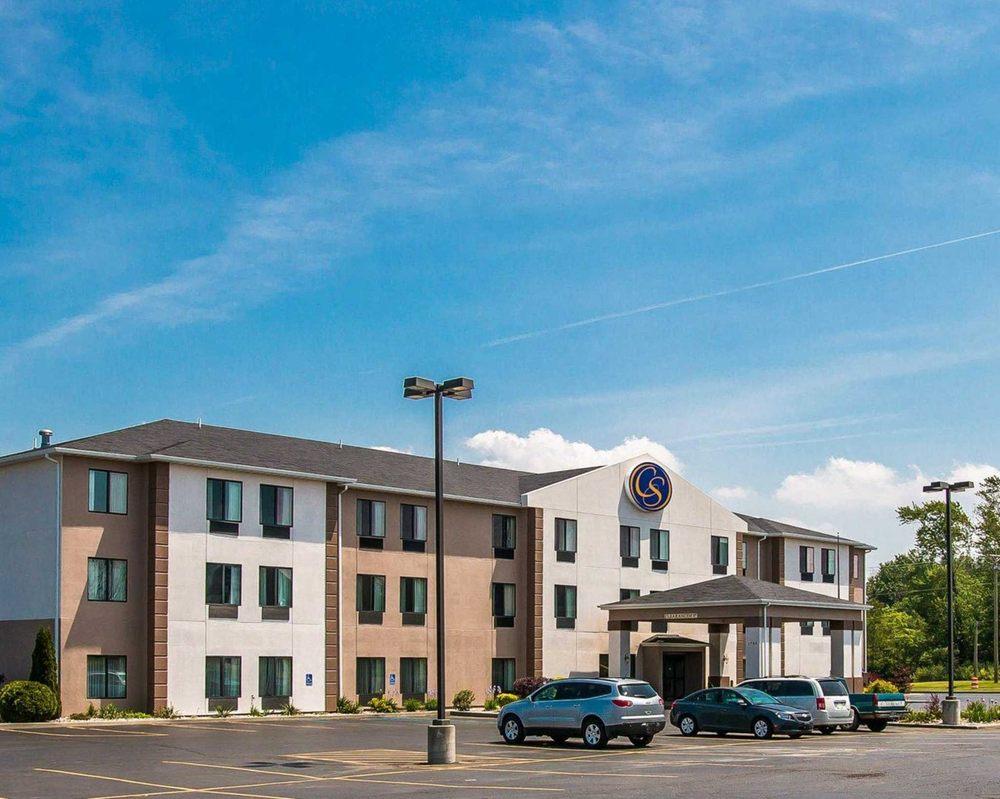 Comfort Suites: 1755 Phoenix St, South Haven, MI