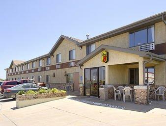 Super 8 by Wyndham Hastings: 2200 N Kansas Ave, Hastings, NE