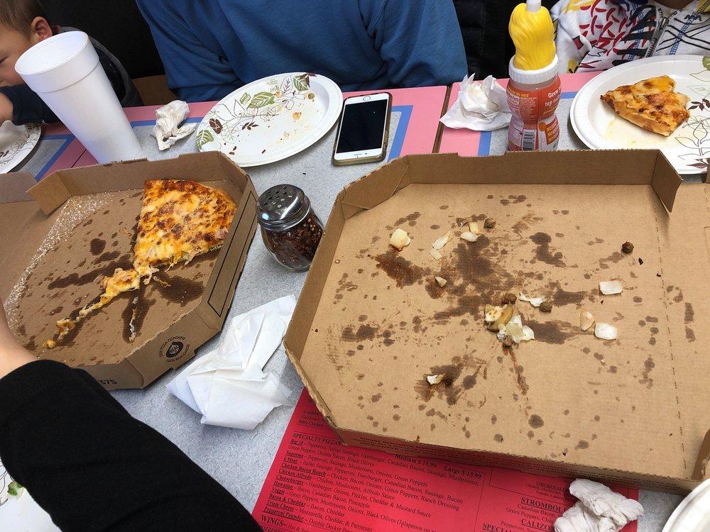 Simple Simon's Pizza: 200 E Ingram St, Seymour, TX