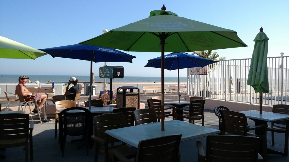 Surfin' Betty's Beach Bar