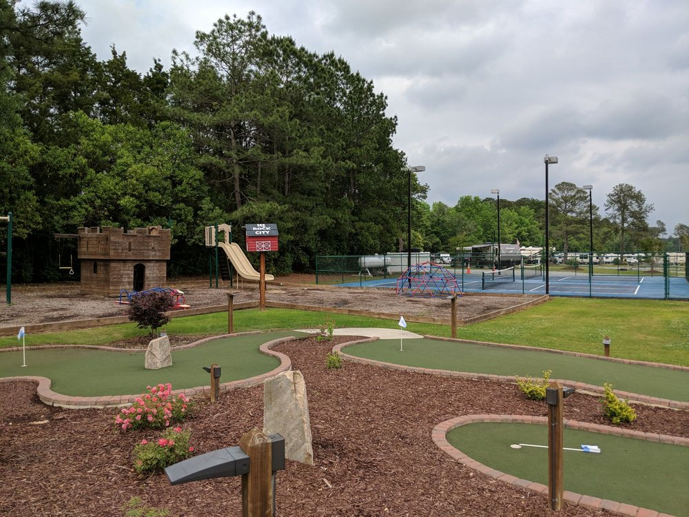 Raleigh Oaks RV Resort And Cottages: 527 US Hwy 701 S, Four Oaks, NC