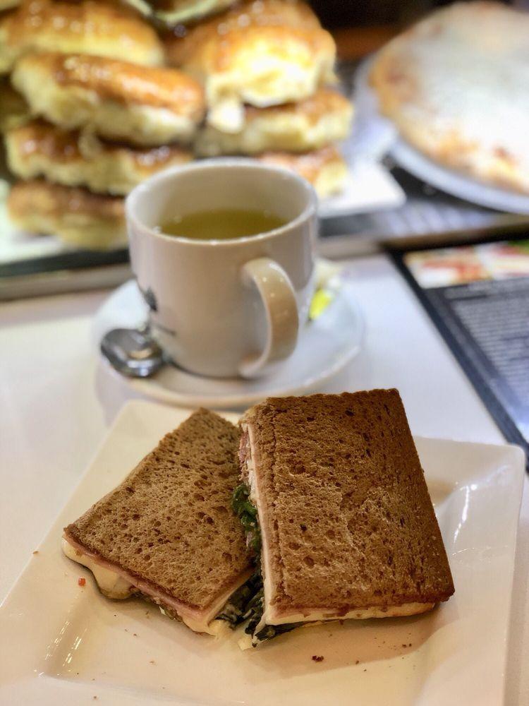 Piacere News & Cafe