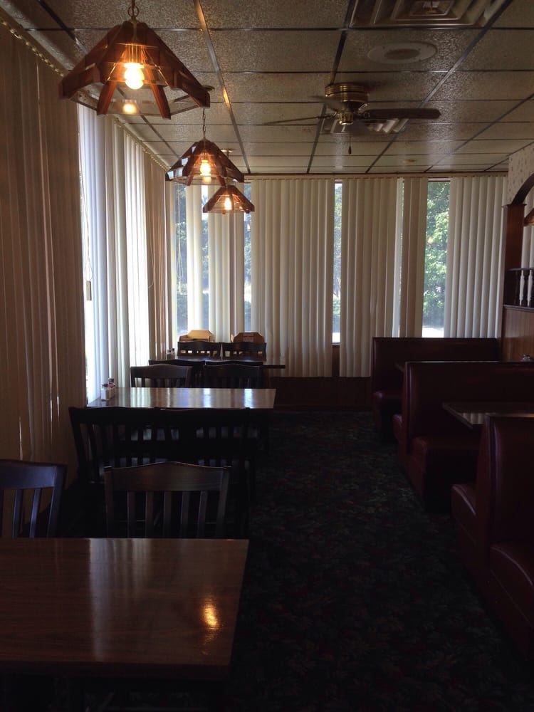 King's Famous Pizza: 214 S Richardson St, Latta, SC
