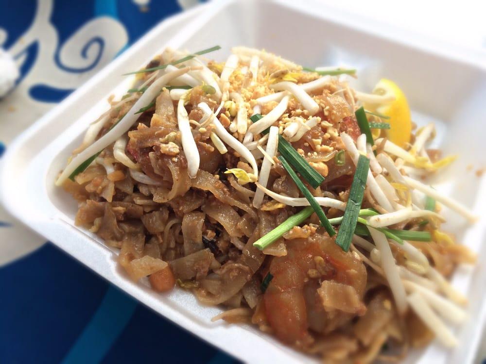 The Silver Elephant Thai Food: Hanapepe Art Night, Hanapepe, HI