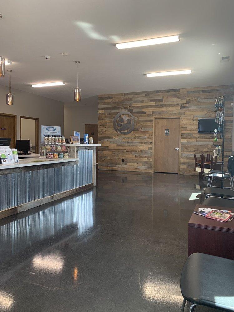 Brownsburg Animal Clinic: 1557 E Main St, Brownsburg, IN