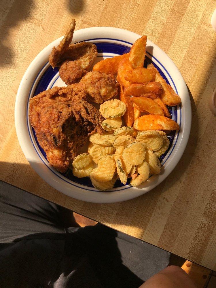 Puckette's Place Market & Grill: 14465 Brookneal Hwy, Naruna, VA