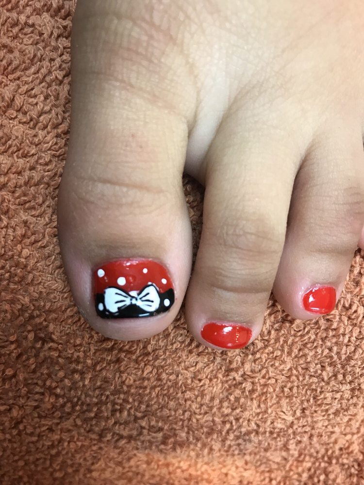 Minnie Mouse Toe Nail Design On My Daughters Toe Yelp