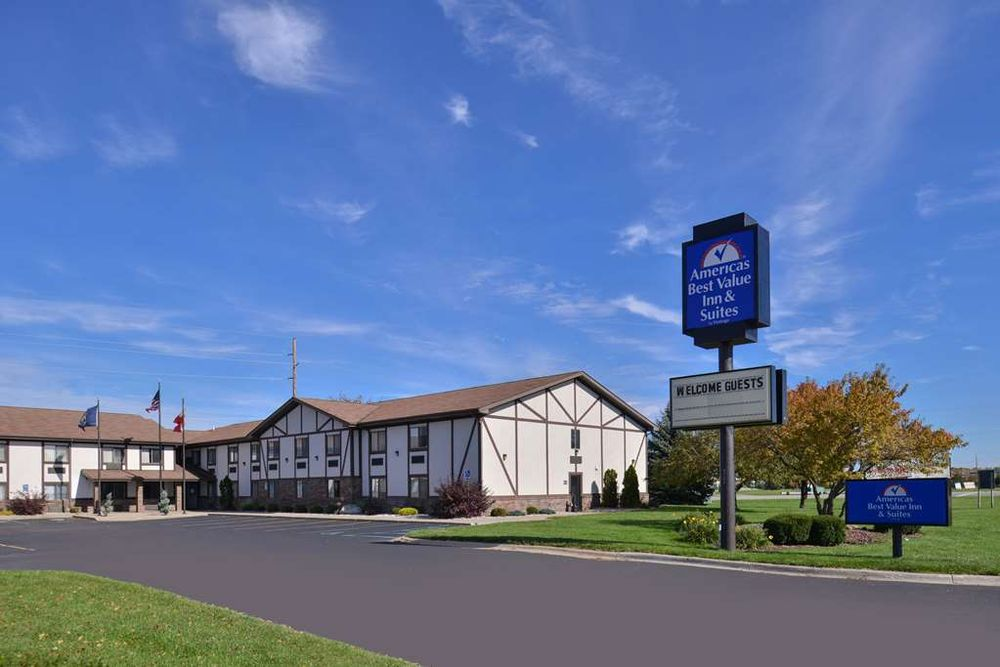 Americas Best Value Inn Birch Run: 9235 East Birch Run Rd, Birch Run, MI