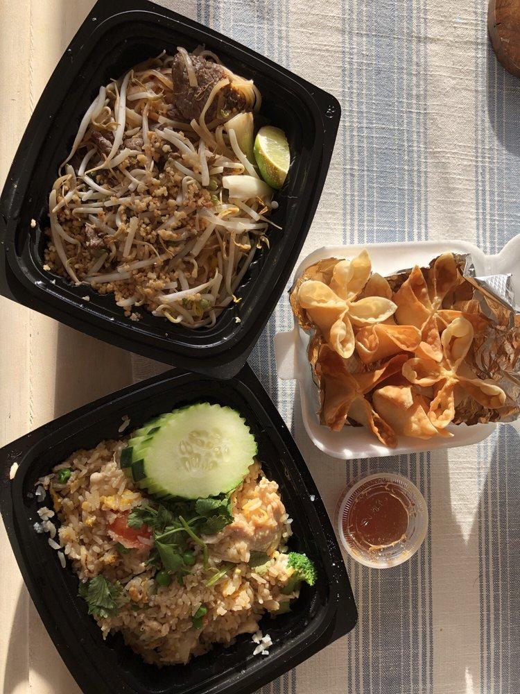 Food from Bai Tong