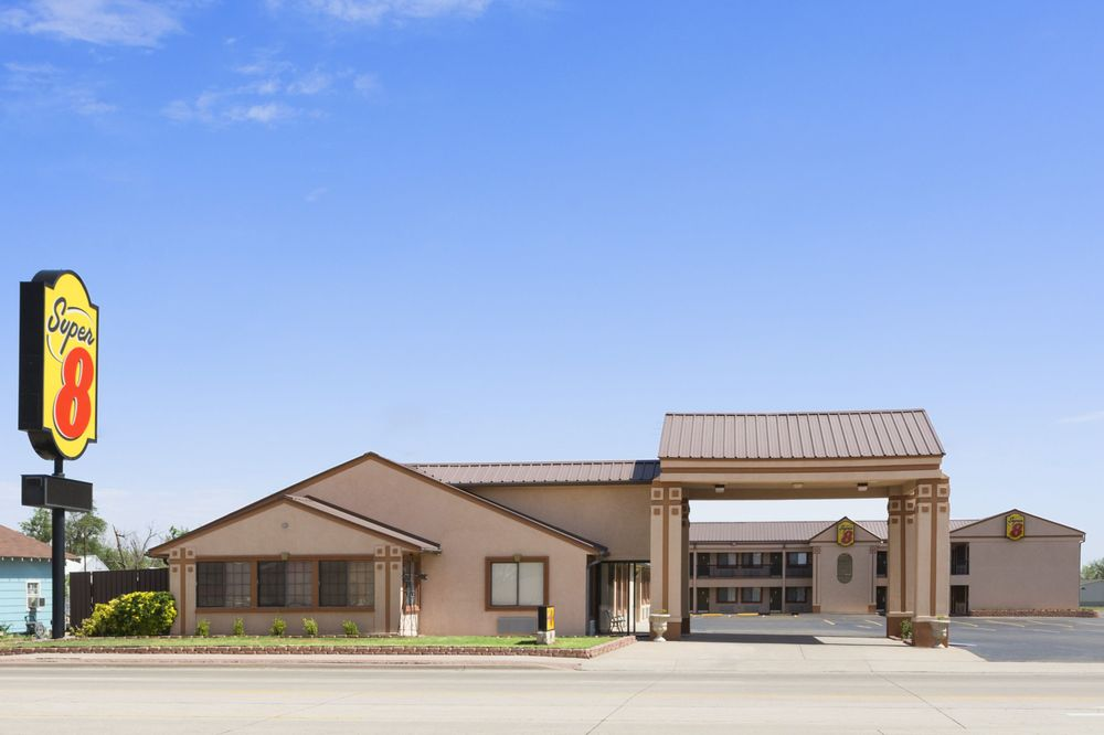 Super 8 by Wyndham Childress: 411 Ave F NE, Childress, TX