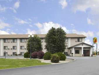 Super 8 by Wyndham Clear Lake: 2809 4th Ave. South, Clear Lake, IA