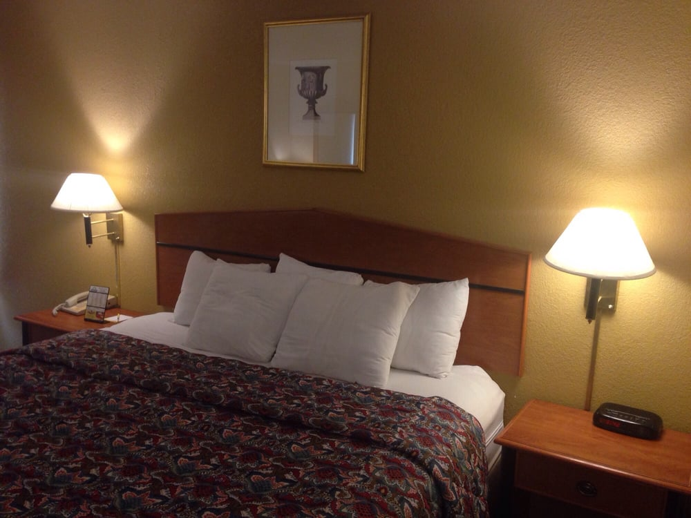 our king bed at days inn 50 cavalier blvd florence ky yelp. Black Bedroom Furniture Sets. Home Design Ideas