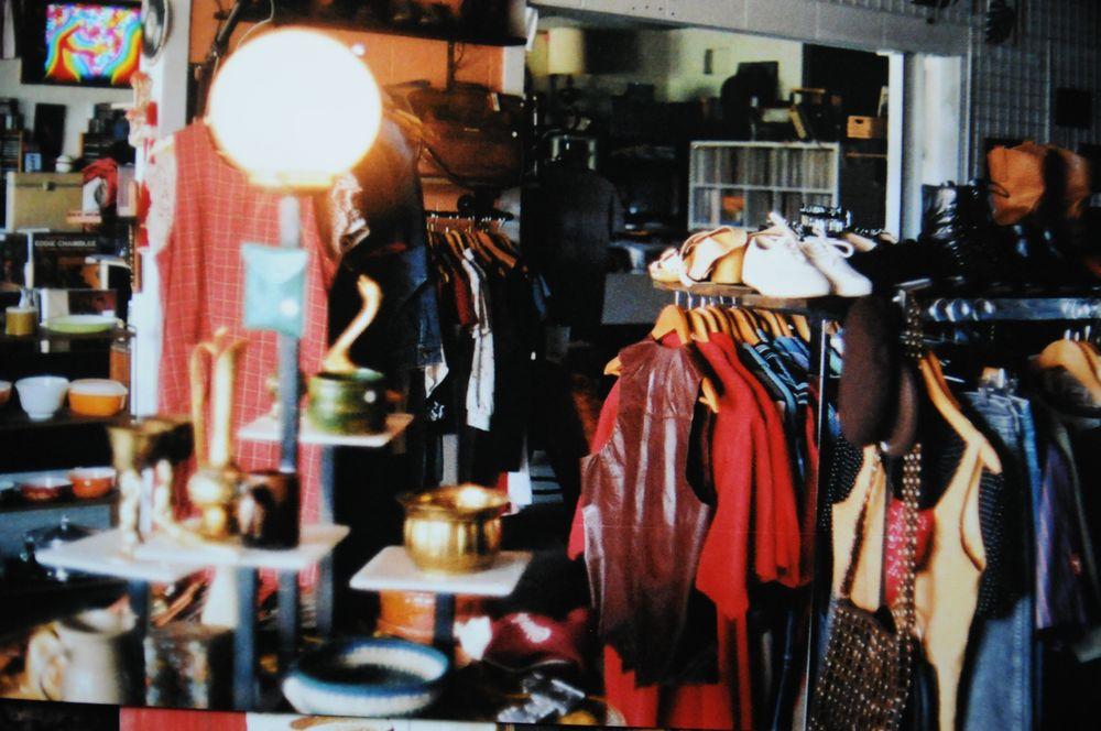 Rumors Vintage: 4211 Chamberlain Ave, Des Moines, IA