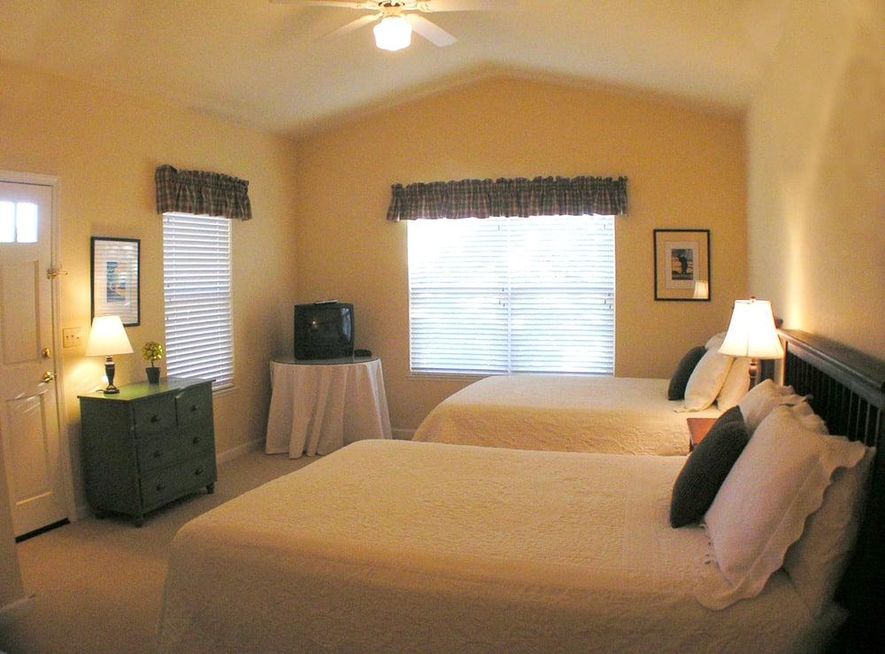 Greenhorn Creek Cottages: 817 Selkirk Ranch Rd, Angels Camp, CA