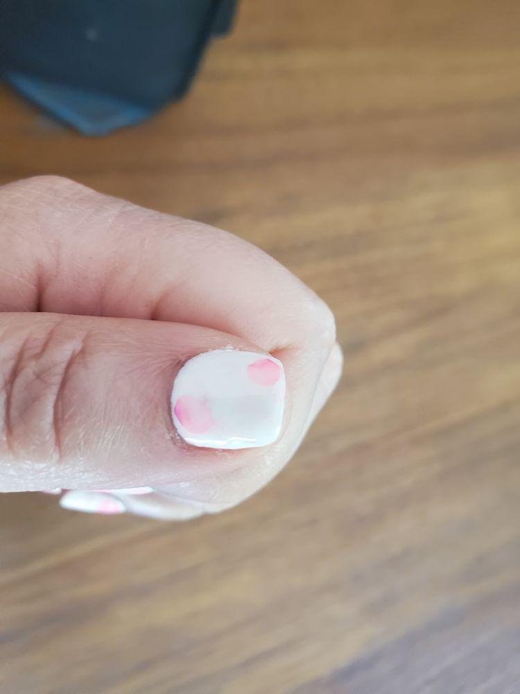 TT Nails: 430 Cardinal Ln, Howard, WI