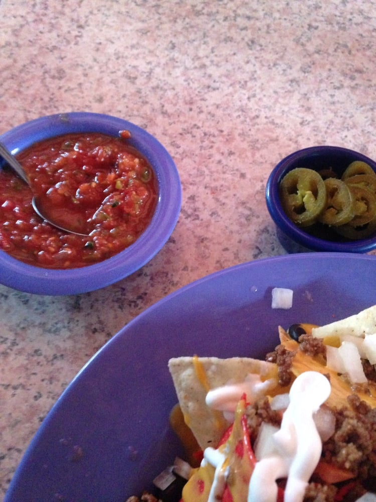 Brewskys Food & Spirits: 2840 S 70th St, Lincoln, NE
