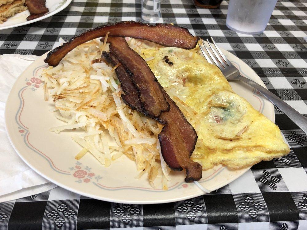 Gigi's Cafe: 816 Washington St, Ellis, KS