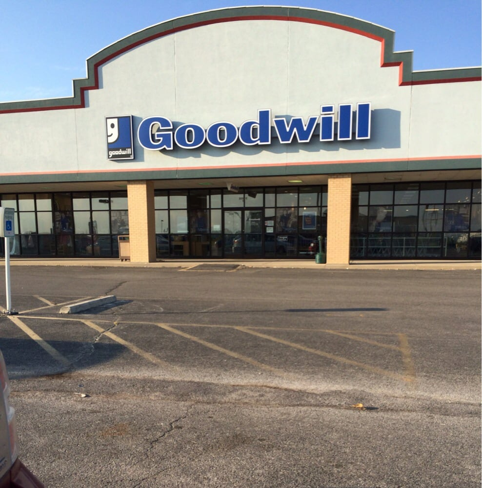 Goodwill: 1403 Ferdon St, Litchfield, IL