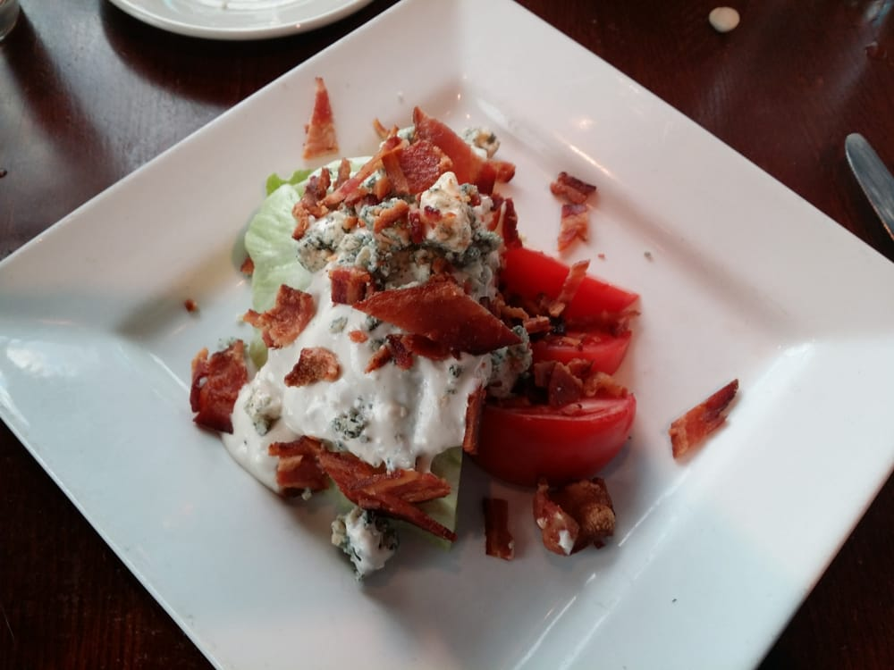 The iceberg salad with bacon yelp for Tin fish tinley park
