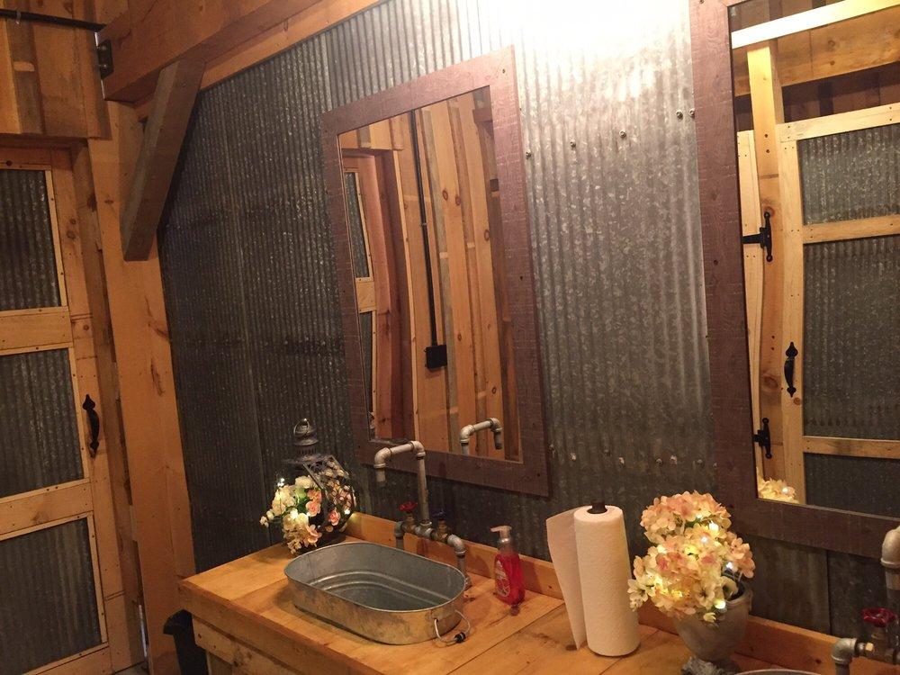 Mueller's Orchard and Cider Mill: 6036 Lobdell Rd, Linden, MI